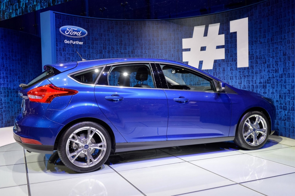 ford-focus-2014-side