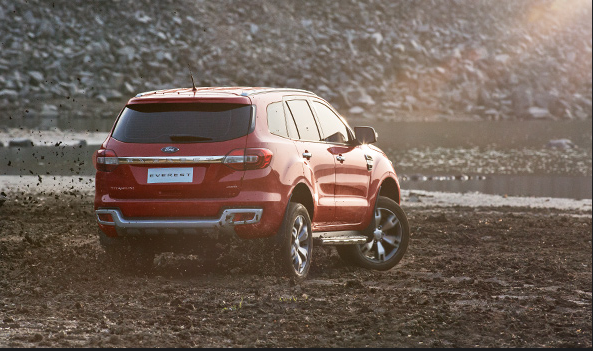 ford-everest-2015-rear