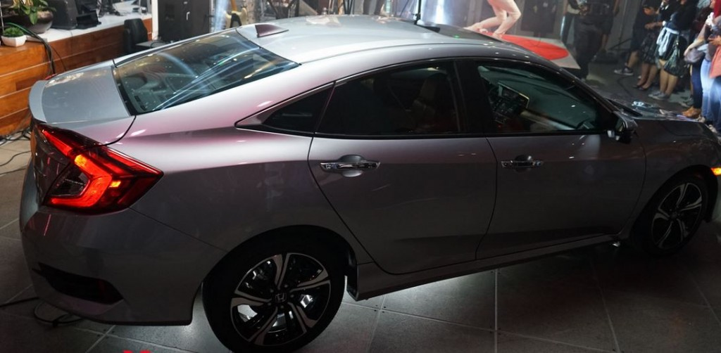 All-New-Civic-2016-9