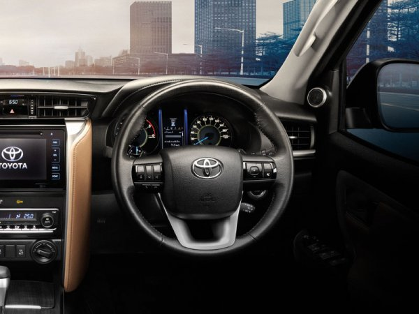 Toyota-fortuner-2016-in9